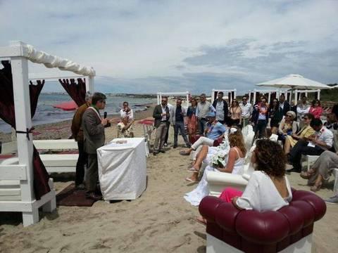 Matrimonio Spiaggia Taranto : Matrimoni in spiaggia a gallipoli quotidiano di puglia