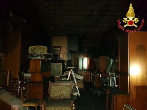Il deposito va a fuoco l 39 inquilina resta intrappolata al for Planimetrie al piano di sopra