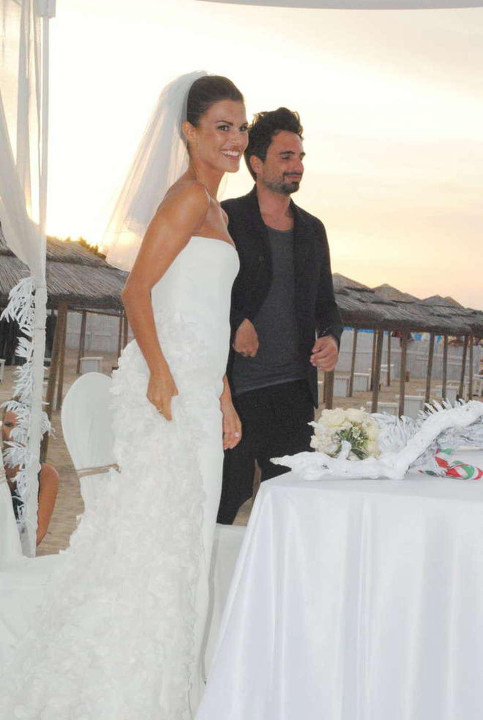 Matrimonio In Spiaggia Taranto : Bianca guaccero e dario acocella matrimonio sulla